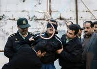 Balal Gheisari, who slit the throat of Iranian youth Abdollah Hosseinzadeh in a street fight in 2007, was brought to the gallows for execution in Nowshahr last month. He begged Abdollah's mother for forgiveness.Photos by Arash Khamooshi  - Presse