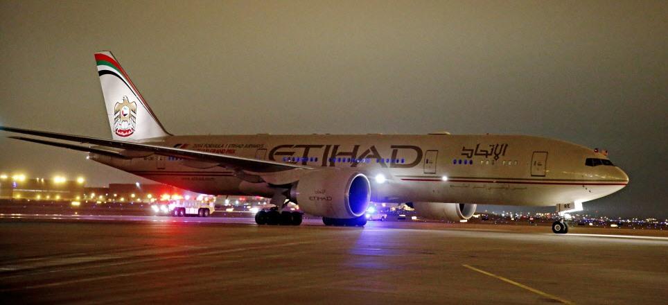 Boeing-777-200-Etihad-Airways-first-arri