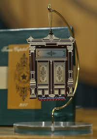 ORG XMIT: *S0421384824* This close up view shows the 2007 Texas Capitol holiday ornament at the unveiling Wednesday, Oct. 24, 2007, in Austin, Texas. This year's ornament features a miniature of one of the building's carved wooden doors. It is the 12th in the series that began in 1996.     (AP Photo/Harry Cabluck) AT101 10252007xNewsHarry Cabluck - AP