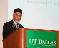 Suhail Kausar, chapter president of Ahmadiyya Muslim Community Dallas, spoke at the group's UTD conference.Picasa