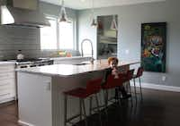 The Hortons chose to flank the stove with large windows instead of an upper tier of cupboards. Parker is 2.