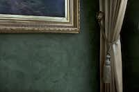 Faux finishes on the walls were executed by Joe Mear of Custom Residential Paint.