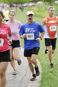 Tommy Johnson begins the the 10k race of the Tour des Fleurs behind the Dallas Arboretum on Saturday, Sep. 15, 2012.
