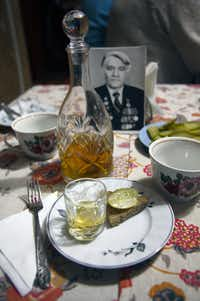 A home visit in the town of Uglich includes a traditional welcome of bread, pickles and strong homemade Òkonyak