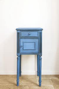 A worn wood side table is updated with Annie Sloan Chalk Paints.
