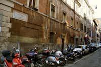 Knight's Rome apartment building is on Vicolo del Farinone.