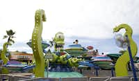 Kang & Kodos' Twirl 'n' Hurl takes riders for a spin in flying saucers.