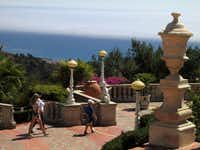 At Hearst Castle, visitors can wander the outdoor grounds at their own pace. Esplanades around the property are fragrant with flowers and fruit trees, and populated with sculptures and fountains.