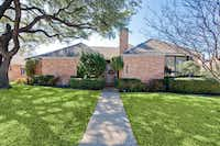 The couple chose a pink-brick ranch in North Dallas for their first home.