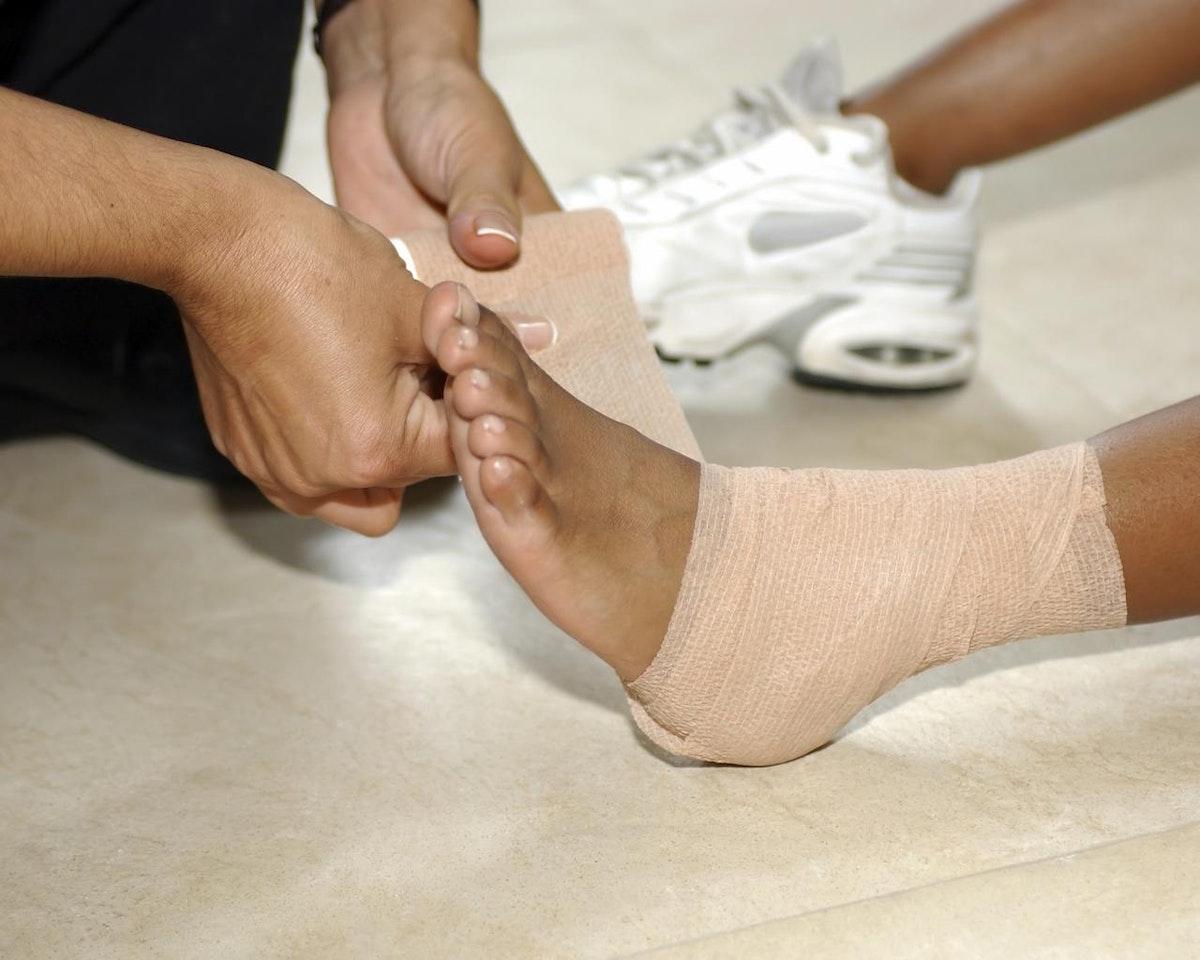 Как сделать ушиб пальца на ноге