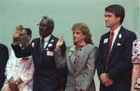 Al Lipscomb and Harriet Miers (center) are sworn as Dallas City Council members in June 1989. At right is  Texas Supreme Court Justice Nathan Hecht, a friend of Miers.