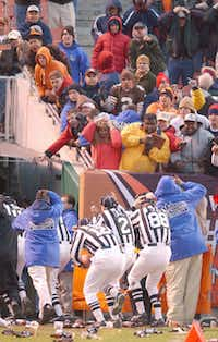 """Scott Steenson (88) and his colleagues dodged beer bottles and other debris hurled by Cleveland Browns fans in the """"Bottlegate"""" game in 2001."""