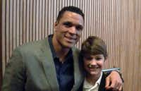 Former NFL tight end Tony Gonzalez poses with Tyler Sampson at a Super Bowl event.