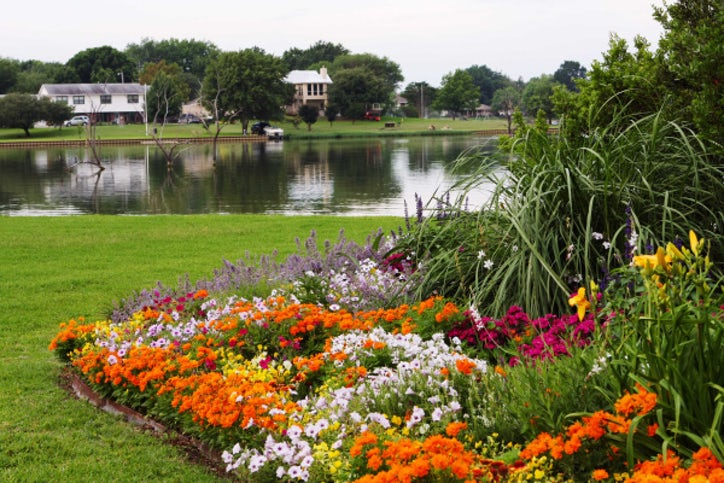 Robert By S Vast Lakeside Landscape Was Included In Last May Garden Conservancy Dallas Open Day The Property Is On Of Lake Ray Hubbard