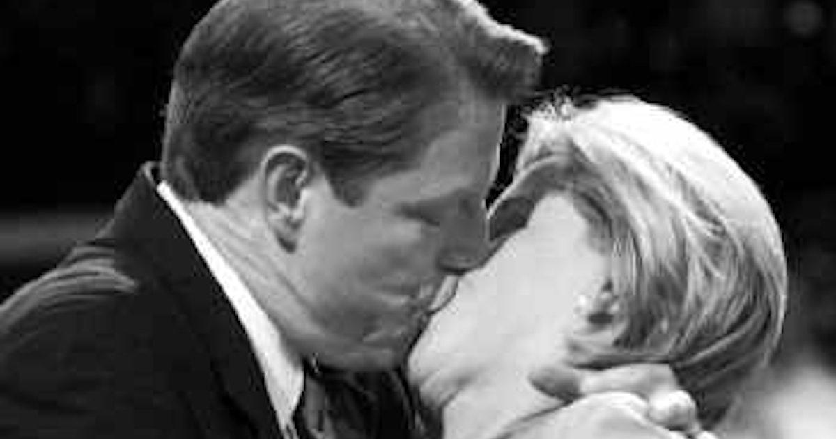 Al, Tipper Gore kiss 40 years of marriage goodbye | News | Dallas News