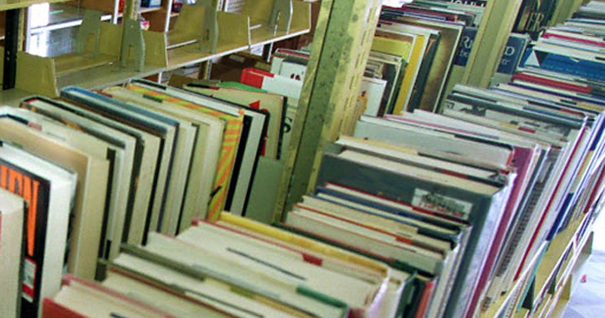 Highland Park ISD suspends seven books after parents protest their