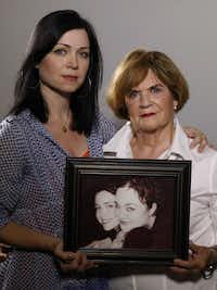 "<p><span style=""font-size: 1em; line-height: 1.364; background-color: transparent;"">Beth Soltero (right) and her daughter Karen Soltero hold an old photograph of Karen (left) and Wendy Soltero. Wendy was murdered in Los Angeles in 2000.</span></p>(David Woo/Staff Photographer)"