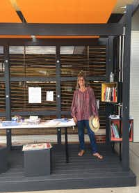Janeil Engelstad with the MAP Mobile Pavilion at Dallas West Library.(Pamela Miller/ Make Art with Purpose<br>)