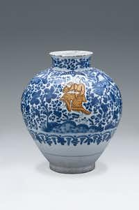 Large earthenware jar (Tibor) with Chinese orange figurine, tin glaze earthenware, Puebla de los Angeles, 17th century. Museo Franz Mayer  This piece is part of Clay Between Two Seas: From the Abbasid Court to Puebla de los Angeles at the Crow Collection of Asian Art.Crow Collection