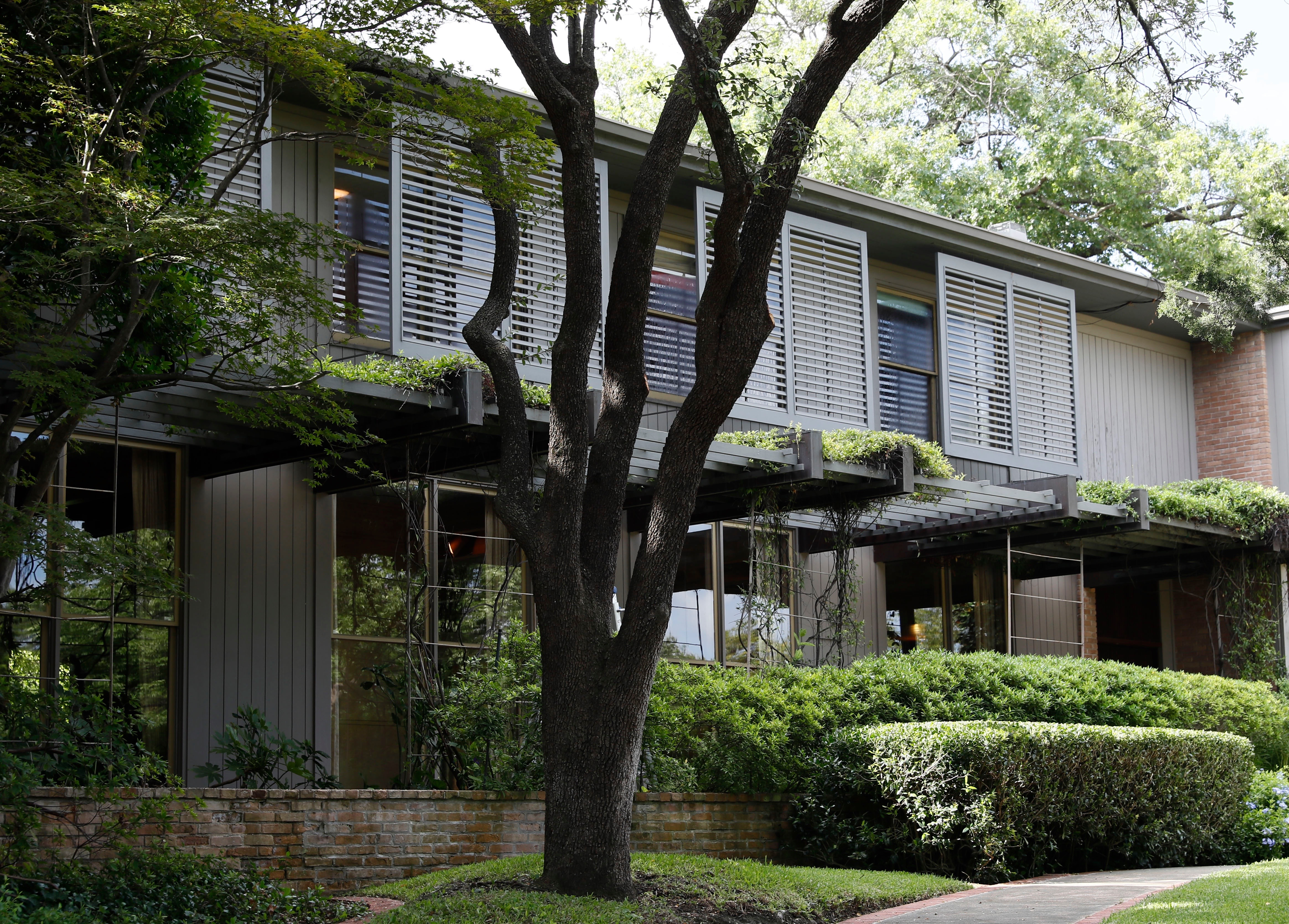 Historic 1950s Dallas Home Up For Auction Along With A Trip Back In Time