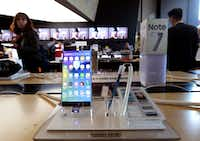 Samsung Electronics Galaxy Note 7 smartphone is displayed at a mobile phone shop in Seoul, South Korea, Monday, Oct. 10, 2016. (AP Photo/Ahn Young-joon)(AP)