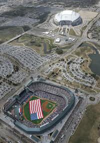 "<p><strong style=""font-size: 1em; background-color: transparent;"">In the 1990s and 2000s, Arlington helped fund stadiums for the Rangers and Dallas Cowboys. While the venues are top-notch, they haven't created development nearby.</strong><span style=""font-size: 1em; background-color: transparent;""> <br></span></p>(Louis DeLuca/Staff Photographer)"