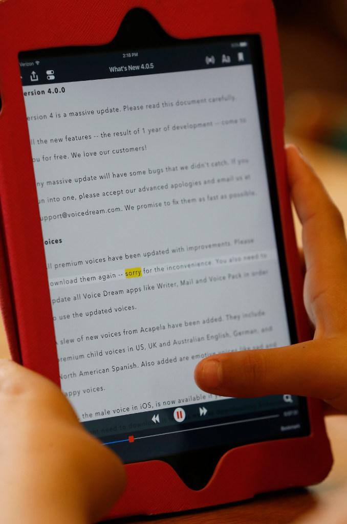 Elementary teacher uses technology to help dyslexic kids