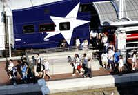 Parade goers spill off the Trinity Railway Express (TRE) train at Union Station in Dallas.(Michael Hamtil/Staff photographer)