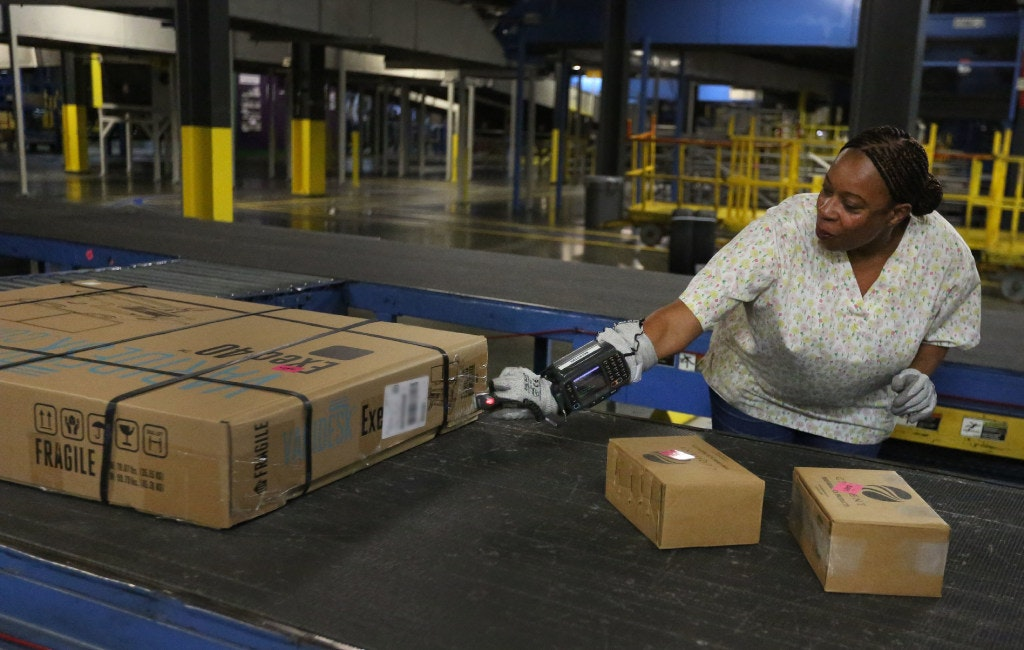 Holiday Shipping Jobs Are Plentiful In North Texas As FedEx, UPS, USPS Gear  Up For Gifts | Retail | Dallas News  Fedex Jobs