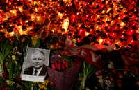 A portrait of late Polish President Lech Kaczynski lies among a sea of candles and flowers laid by mourners outside the Presidential Palace on April 10, 2010 in Warsaw, Poland. (Photo by Sean Gallup/Getty Images)(Getty Images)
