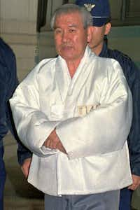 In this Dec. 18, 1995 file photo,  former South Korean President Roh Tae-woo enters the Seoul district court for his trial on charge of receiving huge bribes from businessmen. (AP Photo/Ahn Young-joon, File)(AP)