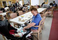 Bonnie Butler plays with her daughter Klarity as the BAMBI group eats lunch at Santa Maria Hostel in Houston. (Tom Fox/Staff Photographer) (<p><br></p><p><br></p>)