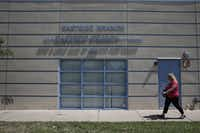 Tarrant County CPS child-abuse investigator Kelli Bailey walks to the Eastside Branch of the Boys and Girls Club of Greater Fort Worth to interview a possible child abuse victim in Fort Worth, Texas June 21, 2016.  (Nathan Hunsinger/The Dallas Morning News)