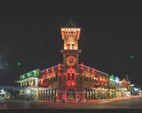 "<p><span style=""font-size: 1em; line-height: 1.364; background-color: transparent;"">Enjoy the shops, art galleries, restaurants, entertainment venues and more as Historic Downtown Grapevine, anchored by Main Street, is all aglow during the holiday season.</span></p>"
