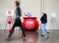 """A tiny cut out version of Ezekiel Elliott mimics a """"bell ringer"""" inside the Salvation Army red kettle that Dallas Cowboys running back Ezekiel Elliott (21) jumped into during Sunday's game against the Tampa Bay Buccaneers is displayed in North Park Center on Wednesday, December 21, 2016 in Dallas. It was placed in the mall so shoppers could take photos for a suggested $21 donation. (Ashley Landis/The Dallas Morning News)(Staff Photographer)"""