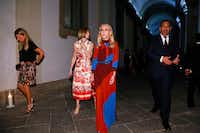 Franca Sozzani, the longtime editor of Italian Vogue, with Anna Wintour during Milan Fashion Week, Sept. 24, 2016. (Valerio Mezzanotti/The New York Times)(NYT)