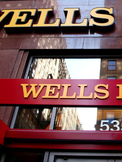 Wells Fargo Overhauls Teller Pay Ties Incentives To How Often Customers Use Accounts