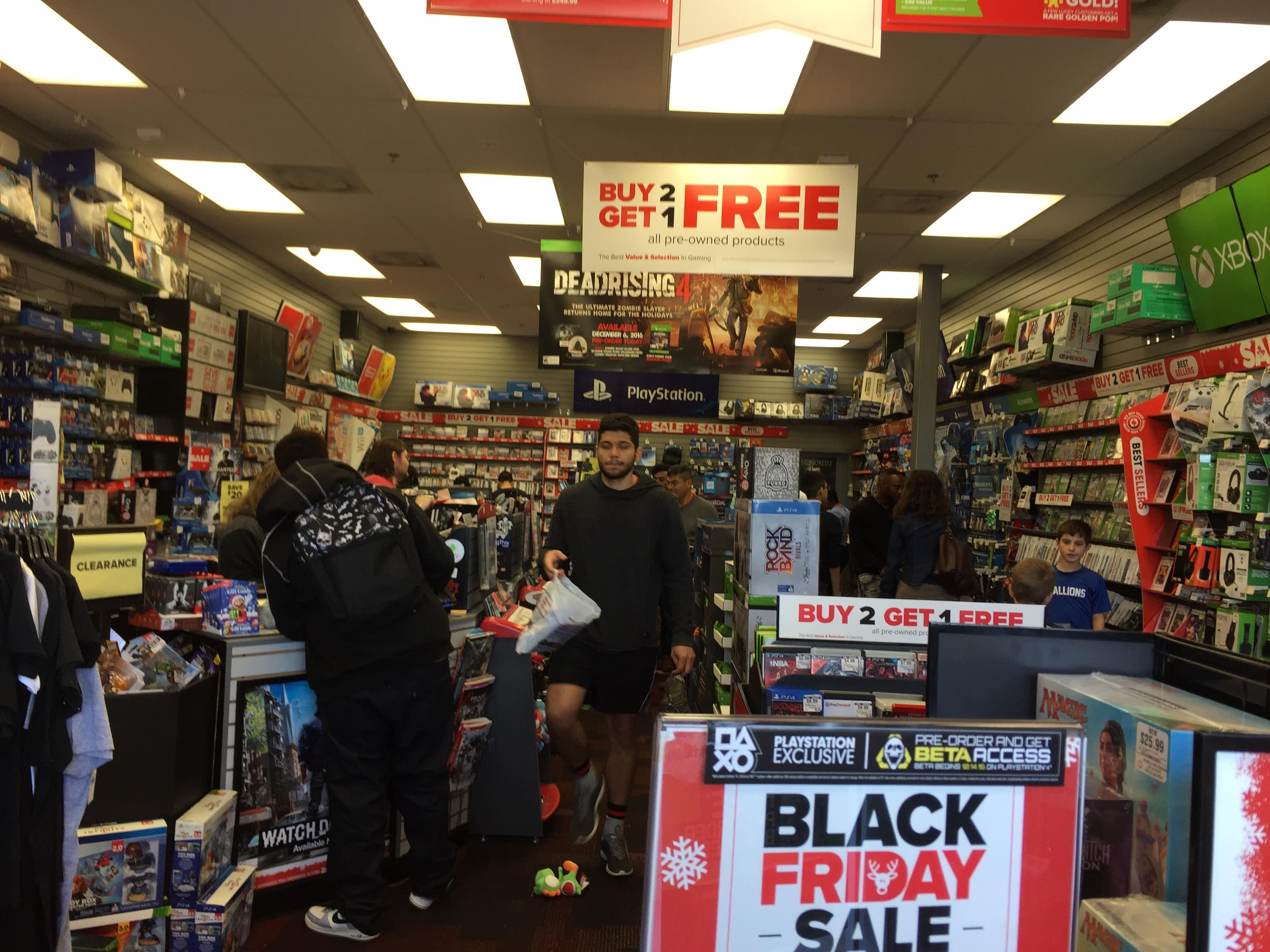Black Friday 2016 at the GameStop in Timber Creek Crossing in Dallas. DMN staff