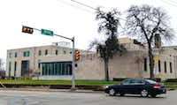 <br>(DISD's headquarters takes up an entire block at Ross and Washington east of downtown.)