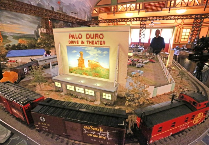 frisco railroad museum 39 blown away 39 by dallas couple 39 s gift of million dollar train set frisco. Black Bedroom Furniture Sets. Home Design Ideas