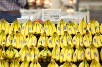 Applies might be out, but bananas are in the low-FODMAP diet.(Patrick T. Fallon/Bloomberg)