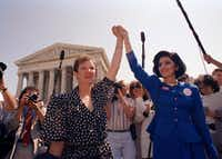 """Norma McCorvey (left), with attorney Gloria Allred in 1989, was the """"Jane Roe"""" in Roe vs. Wade. (File Photo/The Associated Press)"""
