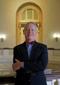 "Professor Willard Spiegelman  on the SMU campus in September.(<p><span style=""font-size: 1em; background-color: transparent;"">Jae S. Lee/Staff Photographer</span><br></p><p></p>)"