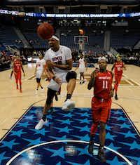 SMU guard Jarrey Foster dunks over Cincinnati Bearcats forward Gary Clark in the American Athletic Confernce title game. (John Woike/Hartford Courant)