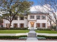 Built in 1922 by architect J.A. Pitzinger, the Greek Revival home at 3825 Miramar was renovated in 2011 to preserve its original character retaining the facade and key architectural details. See it on the Park Cities Historic Home Tour.(<p>(Danny Piassick Photography)<br></p><p></p>)