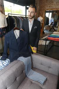 Guide Jason Bagby shows a customer how a blazer and pants can coordinate, at Bonobos men's apparel store, located at 1901 N. Henderson Ave, in Dallas, on June 02, 2014.  One of every item is displayed, but customers try on sizes in a limited selection before ordering the clothes on-line.  The store gives customers the ability to look at  styles and try on different sizes before ordering. (Michael Ainsworth/The Dallas Morning News) 06052014xBIZ(Staff Photographer)