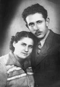 A photo of Julie Berman's parents, Magda and Laszlo Mittelman, on their wedding day in 1945. Both survived the Holocaust. ((Courtesy of Julie Berman))