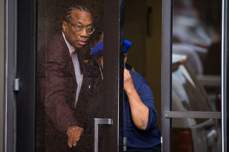 dallasnews.com - If John Wiley Price jury is hung, would feds try case again to 'put lipstick on that pig'? | Courts