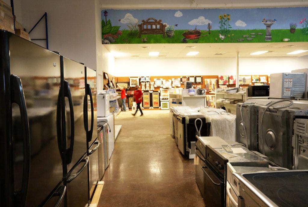 Habitat Home Improvement Outlet - 23 Photos - Building Supplies ...