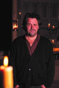 "Dominic Dromgoole, author of<i> Hamlet: Globe to Globe</i>&nbsp;(<p><span style=""font-size: 1em; background-color: transparent;"">(Helena Misioscia)</span></p>)"